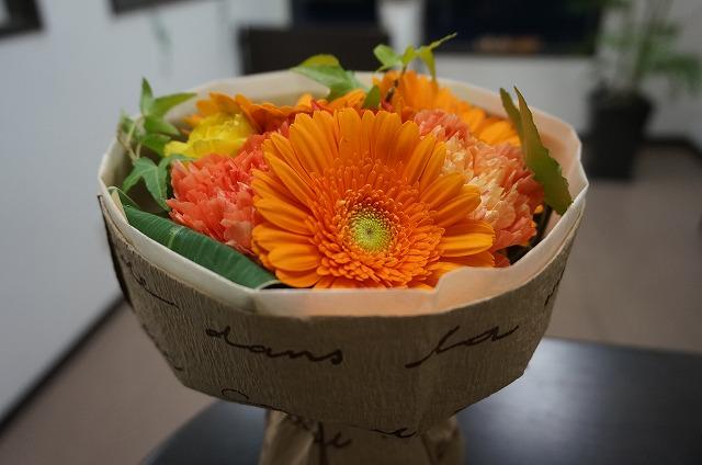 お客様から素敵な素敵なお花を頂きました✨ うちの店にはもったいない位です(*´Д`) 花感ゼロ!だったので本当に嬉しいです✨